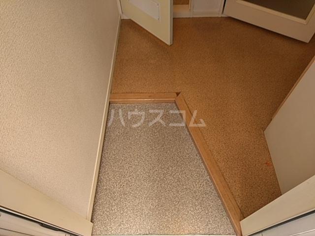 猫実ハウス 202号室の玄関