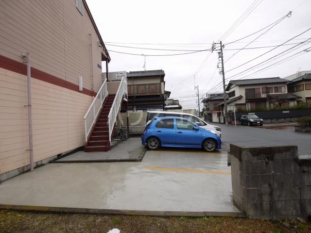 カームハウス日進 201号室の駐車場