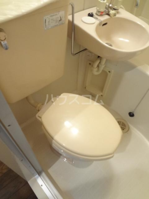 ロワールウエスト2 103号室のトイレ