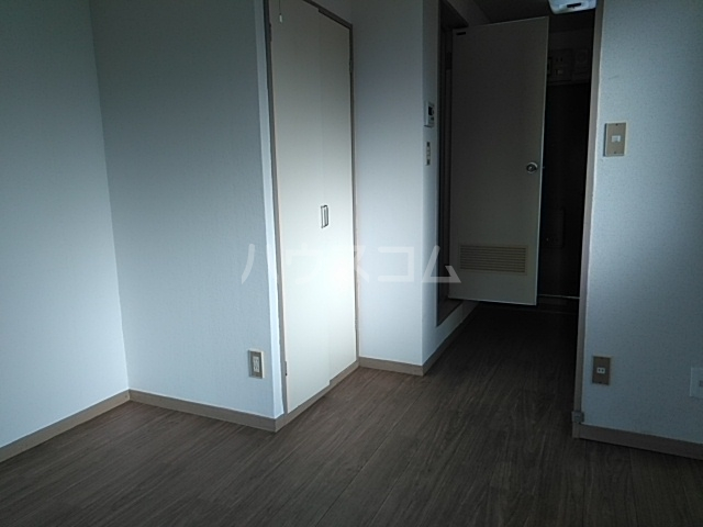 高津マンション 307号室のリビング