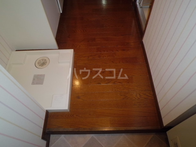 ヤングビレッジMAKI 303号室の玄関