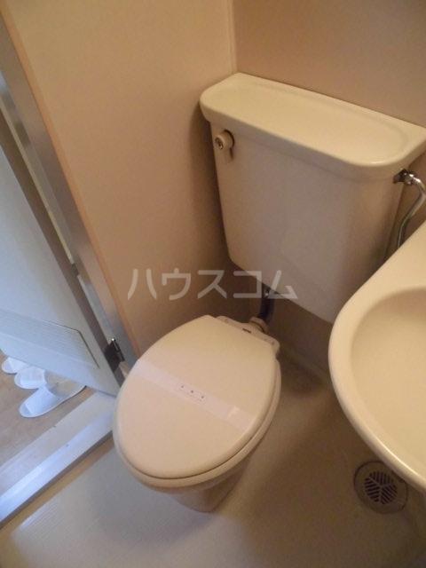 ランディー新浦安 305号室のトイレ