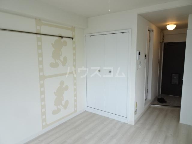 ランディー新浦安 307号室のリビング