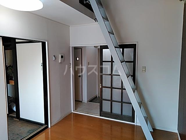サン・クレール横浜 A202号室のリビング