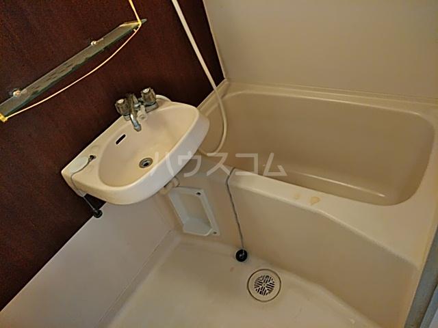 サン・クレール横浜 A202号室の風呂