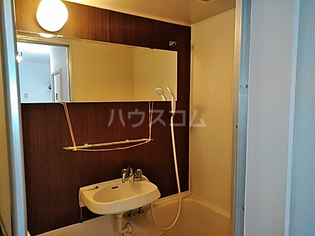 サン・クレール横浜 A202号室の収納