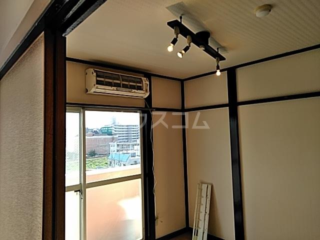 サン・クレール横浜 A202号室の居室