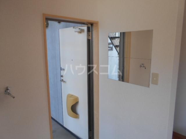 ボヌール浦安 101号室の玄関