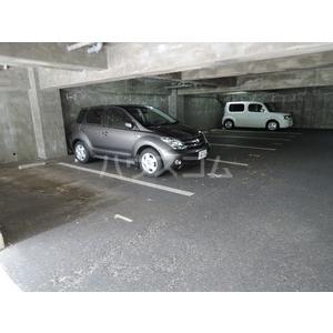三幸マンションの駐車場