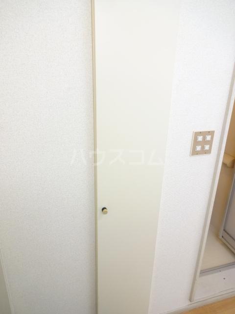 フォレント2番館 202号室の収納