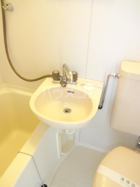 フォレント2番館 202号室の洗面所