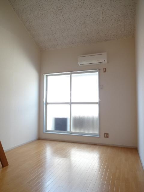 フォレント2番館 202号室のリビング