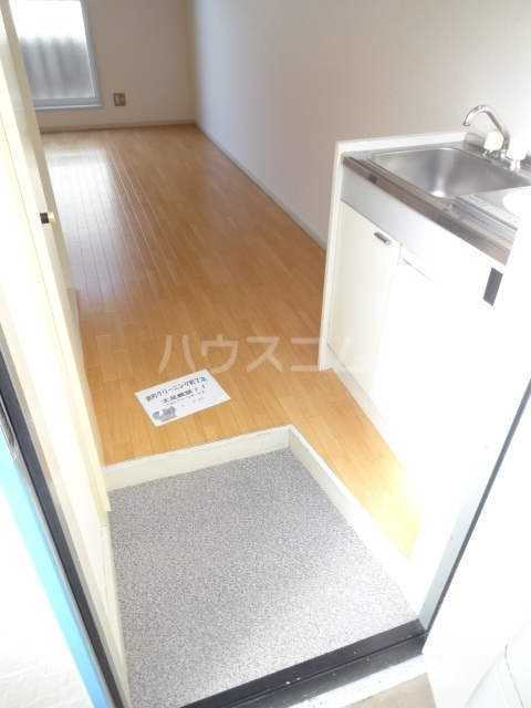 フォレント2番館 202号室の玄関