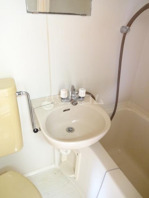 フォレント2番館 203号室の洗面所