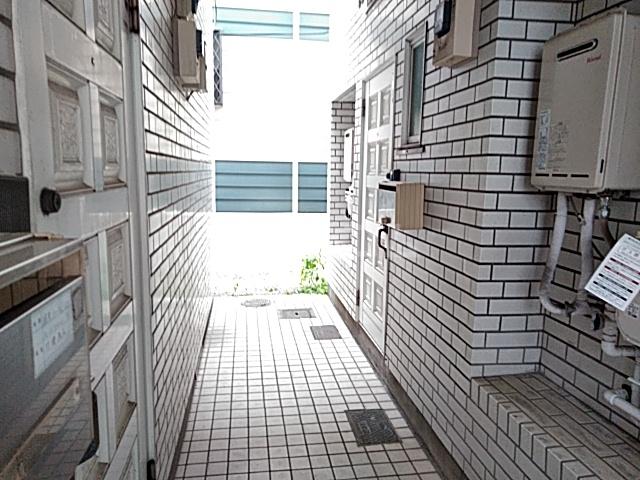 ローズアパートQ52番館 105号室のロビー