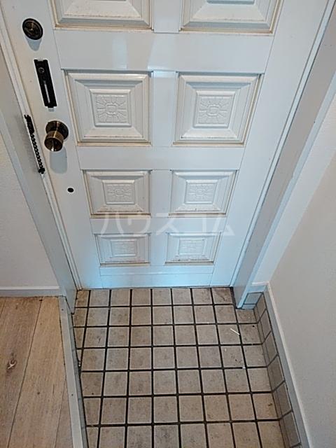 ローズアパートQ52番館 105号室のエントランス