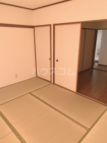 グランデュールドーマA 205号室の居室