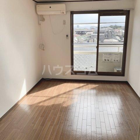 グランデュールドーマA 205号室のリビング
