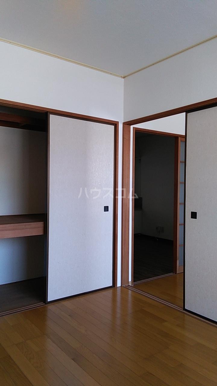 メイジー・S 101号室のベッドルーム