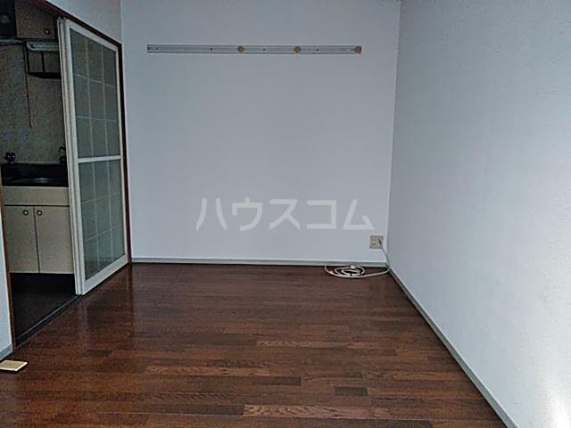 メゾンラフォーレ 102号室のリビング