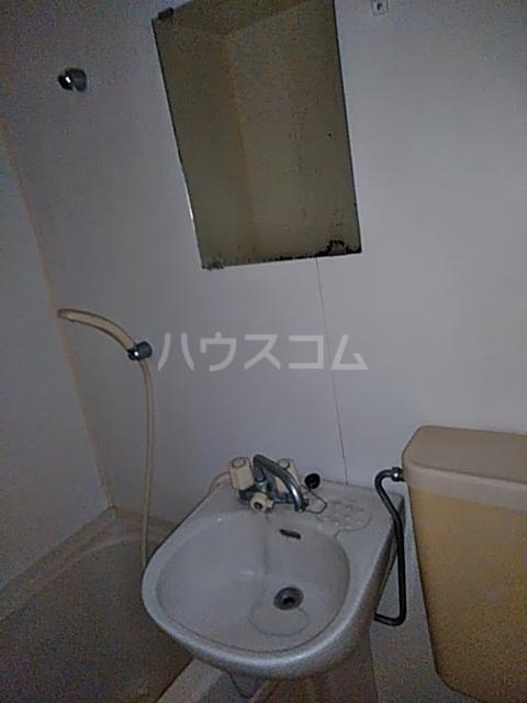 メゾンラフォーレ 102号室の洗面所