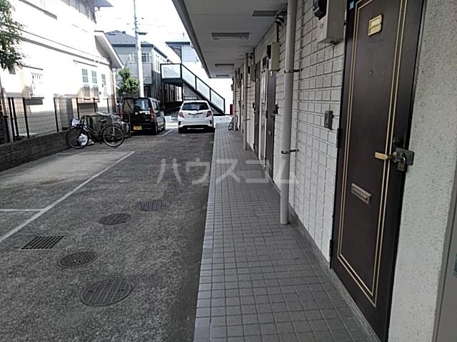 レジデンスGOOD 101号室の駐車場