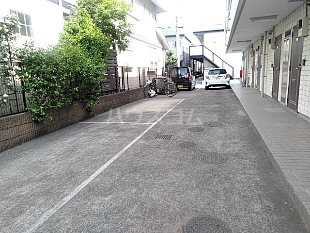 レジデンスGOOD 110号室の駐車場