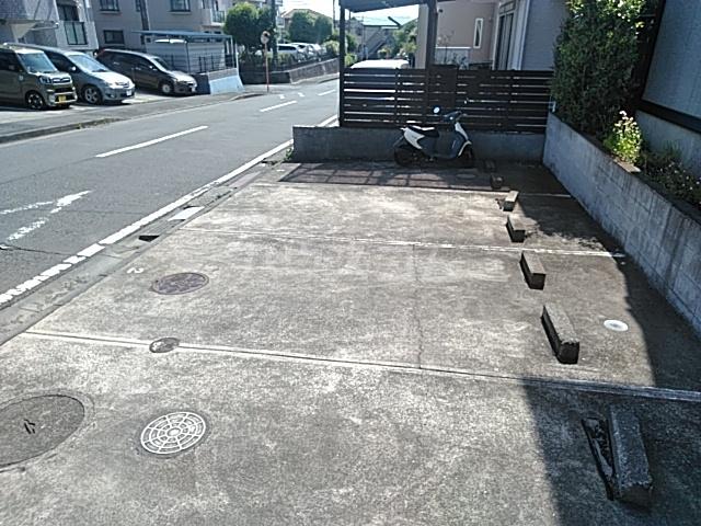 ロワール湘南 B 104号室の駐車場