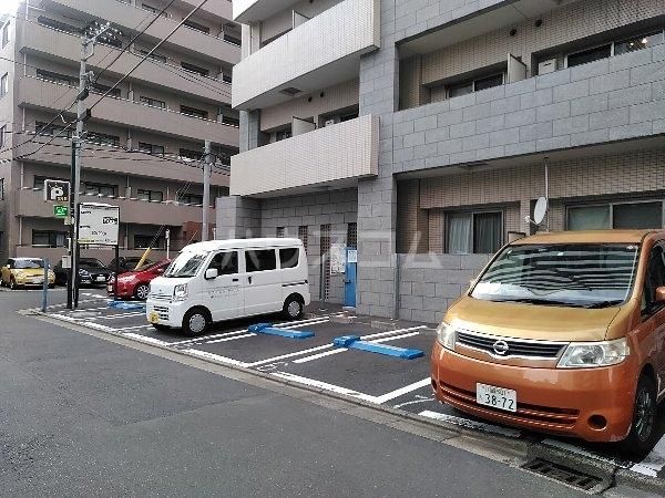 パールハイツ 102号室の駐車場