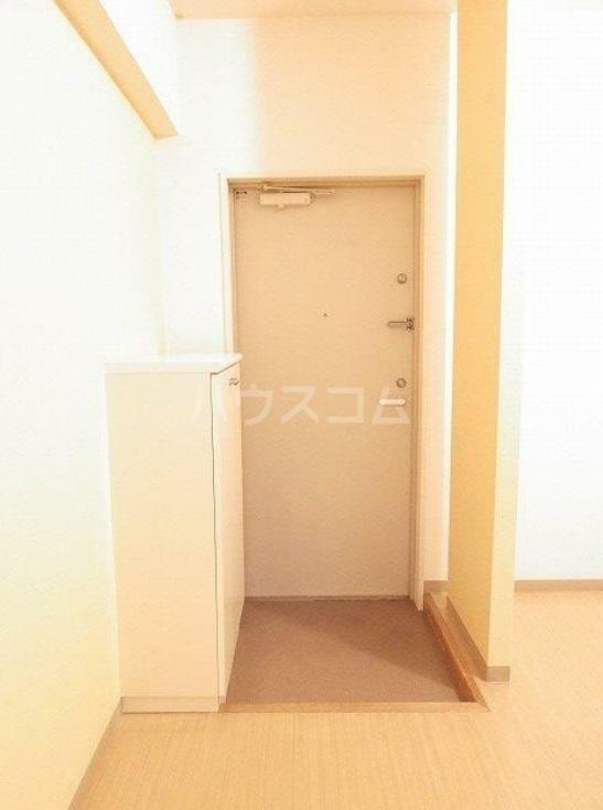 雅マンション湘南台 203号室の玄関