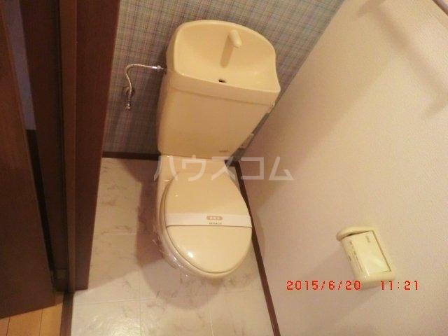 ファミーユ本地ケ原 201号室のトイレ