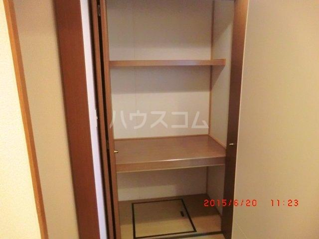ファミーユ本地ケ原 201号室の玄関