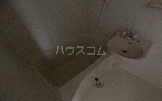 カーサモンフォール 105号室の洗面所