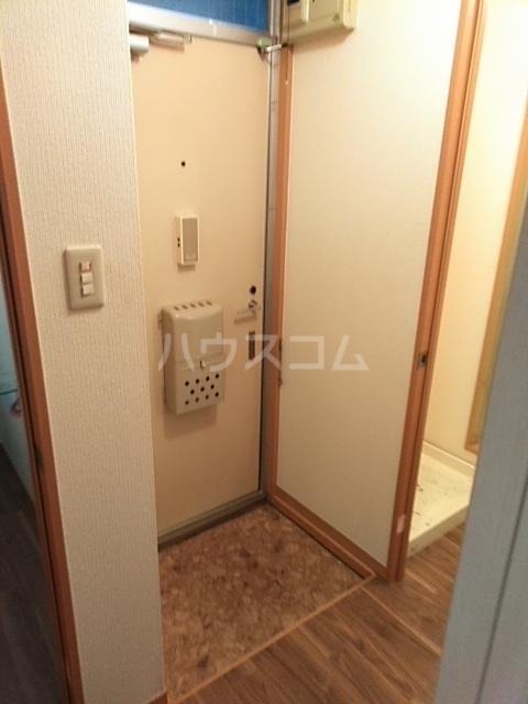 グリーンヴィレッジ瀬戸口 205号室の玄関