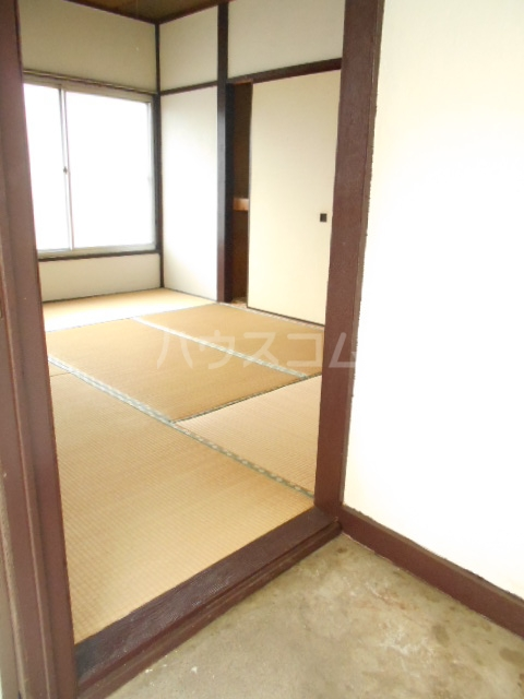 三与荘 13号室の玄関