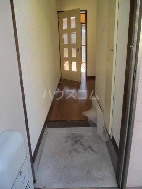 グランデールK 105号室の玄関