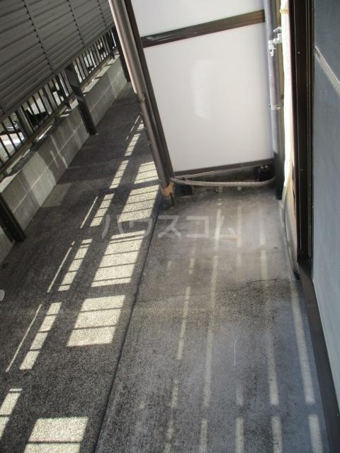 グランデールK 105号室のバルコニー