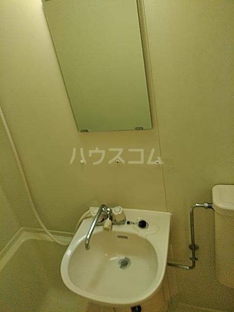 ジョイフル浦安 302号室の洗面所
