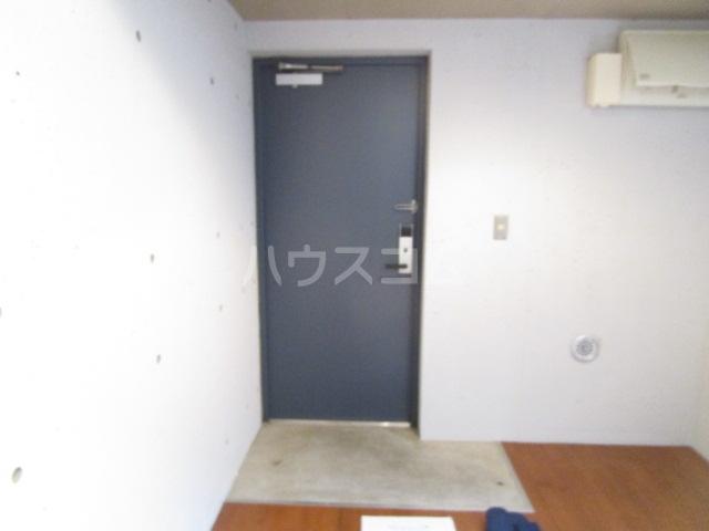 symbiosis 103号室の玄関