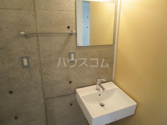 symbiosis 103号室の洗面所