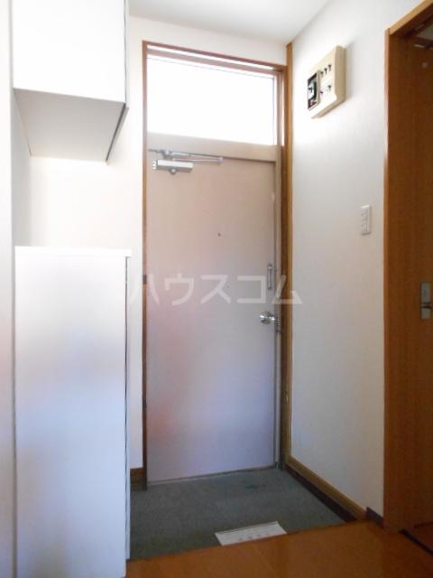 ピュアハウス 203号室の玄関