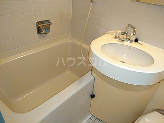 ラ・フォーレ日吉 203号室の風呂
