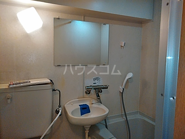 メゾン・デュ・オーラ山下町 602号室の洗面所