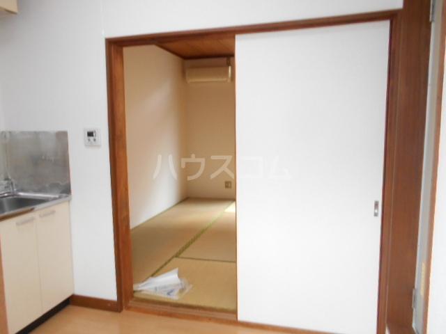 ハイネスジュン 205号室のリビング