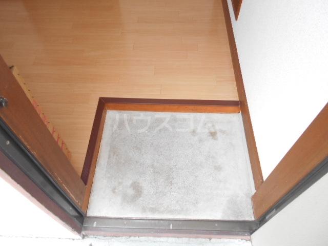 ハイネスジュン 205号室の玄関