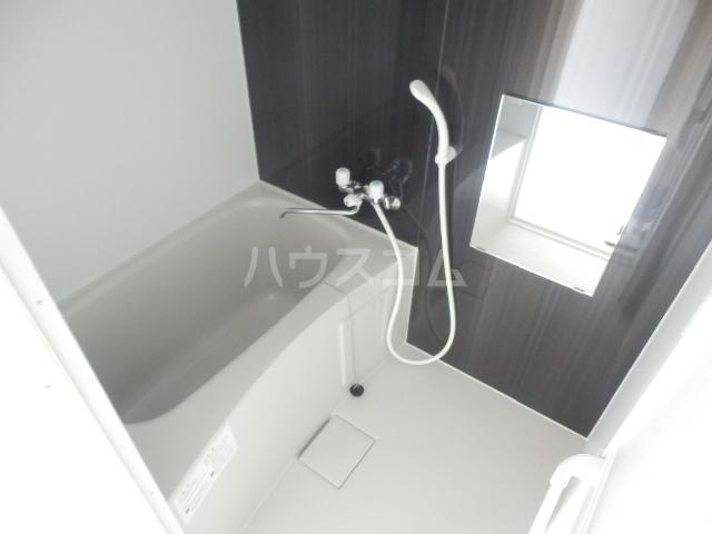 ロックヒル根岸 202号室の風呂