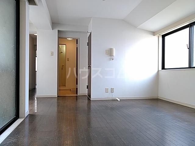 プライムホームズ 407号室のリビング