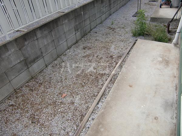 グリーンヒル見谷B 00102号室の庭