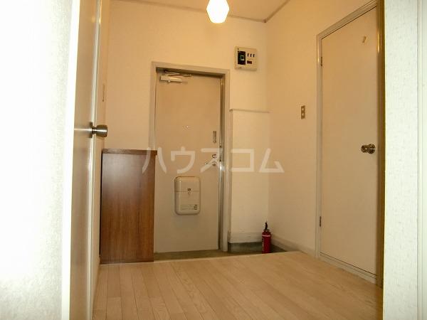 グリーンヒル見谷B 00102号室の玄関