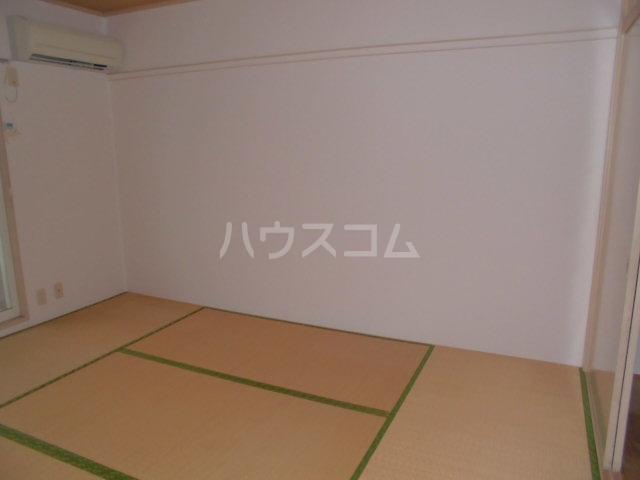 サンビレッジ三沢3 202号室の居室